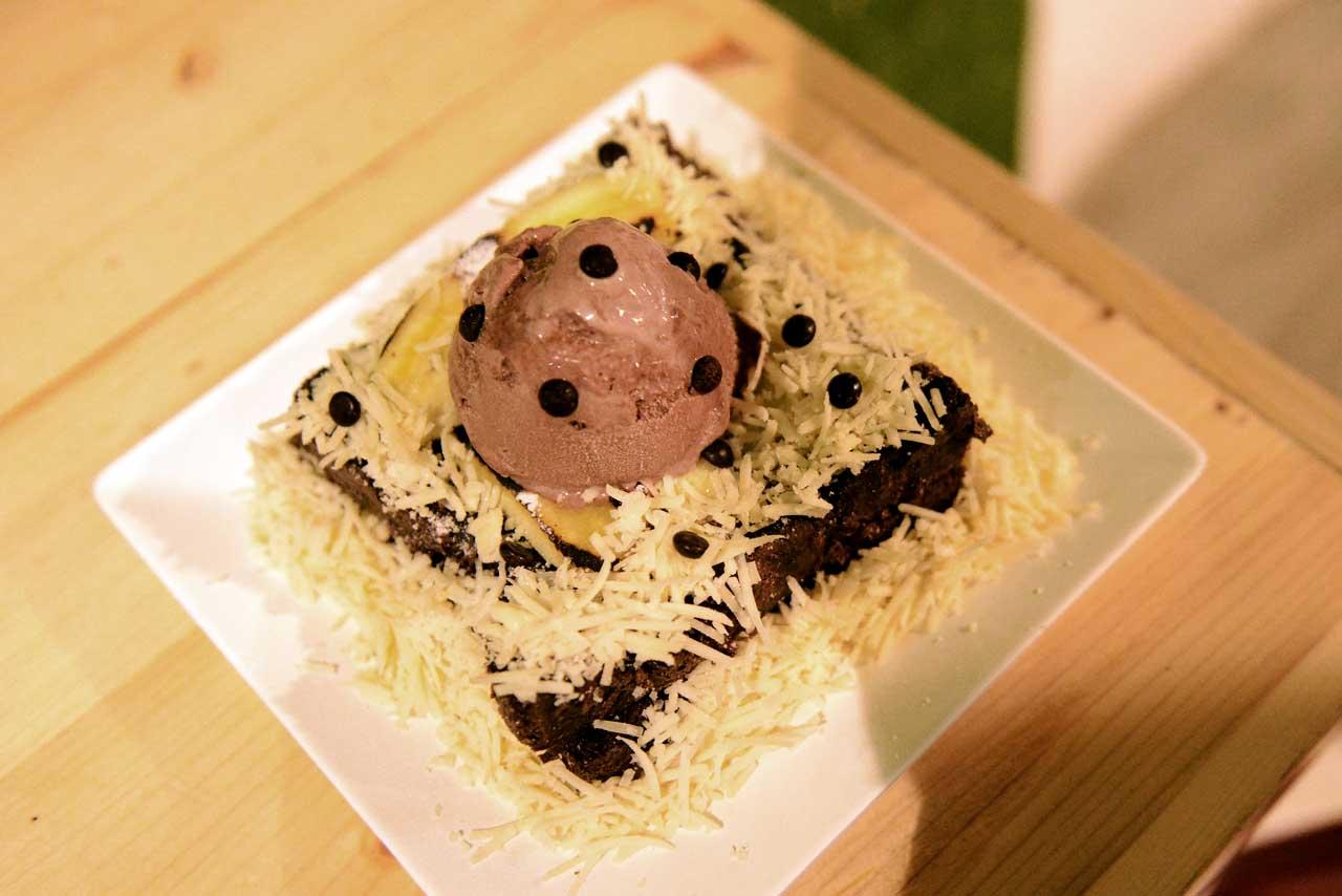 roti panggang - papatoms cafe - wisata kuliner bandar lampung - 4
