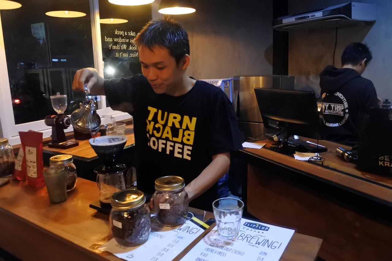 flipflop coffee - cafe di bandar lampung - yopie pangkey - keliling lampung - 4