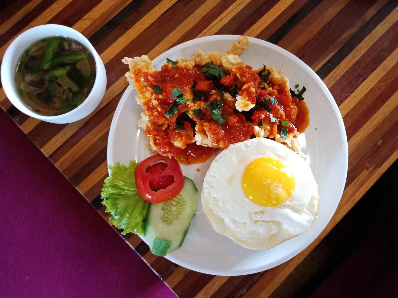Nasi Ayam Crispy Saos Hot Spicy - Cafe De Rosse - tempat makan enak di bandar lampung - yopie pangkey - 6