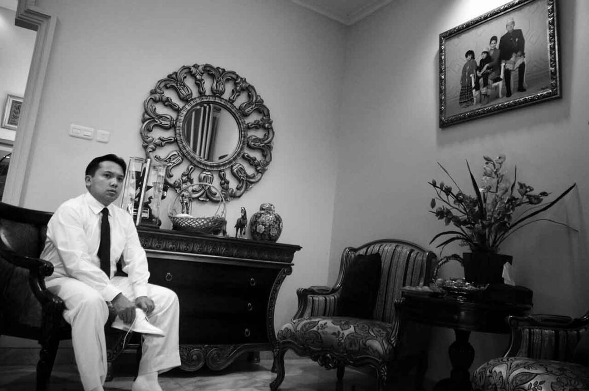 jenis fotografi - Pelantikan Gubernur - foto dokumenter - contoh foto documentary - yopie pangkey - kelasfoto