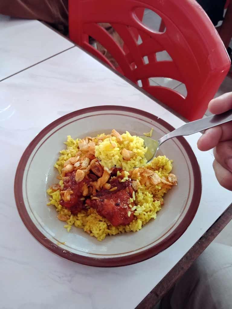 Foto Nasi-Kuning di Palu - kalori 1 piring nasi kuning - yopiefranz.id - Yopie Pangkey