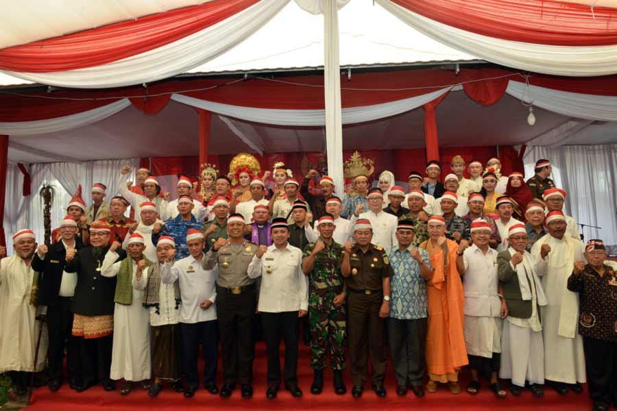 contoh pelaksanaan sikap toleransi antar umat beragama di lampung - Yopie Pangkey